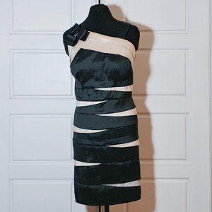 LAURA PLUS Black and gold bandage dress